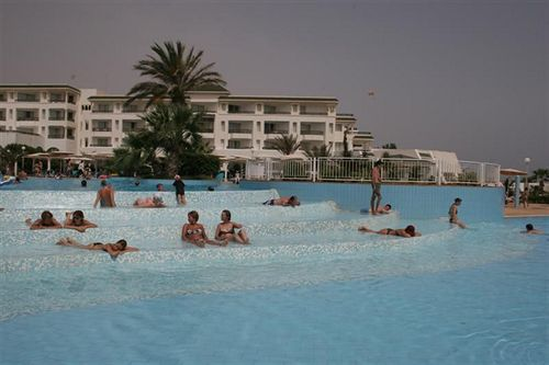 http://media.concordevoyages.com/photos/hotellocal/254064/El_Mouradi_Palm_Marina_1.jpg